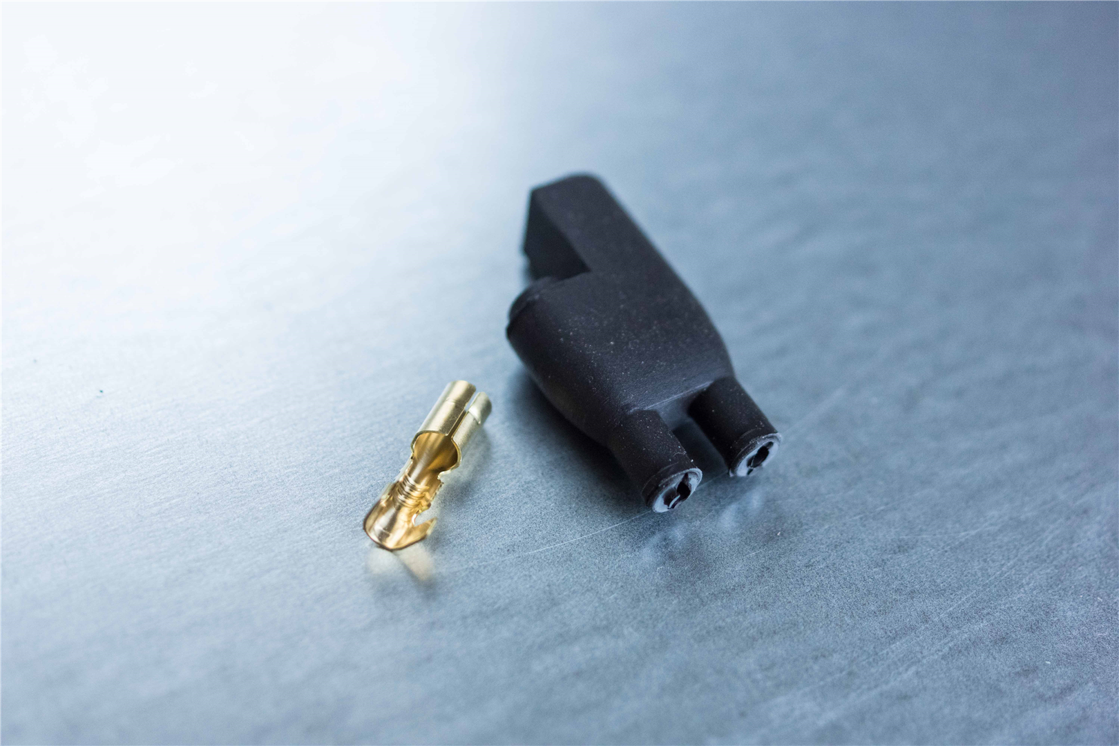 4mm 2-pin Black Rubber Connector