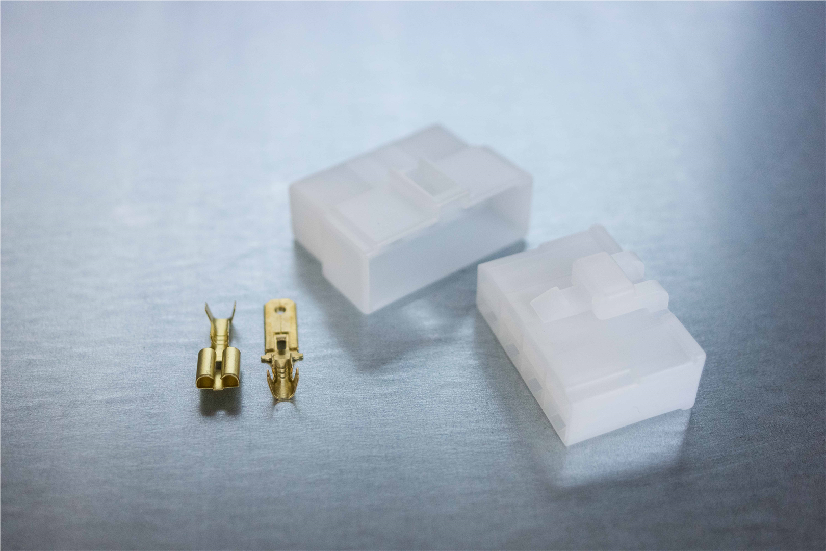 6.3mm 8-pin Latching M/F Nylon Connector